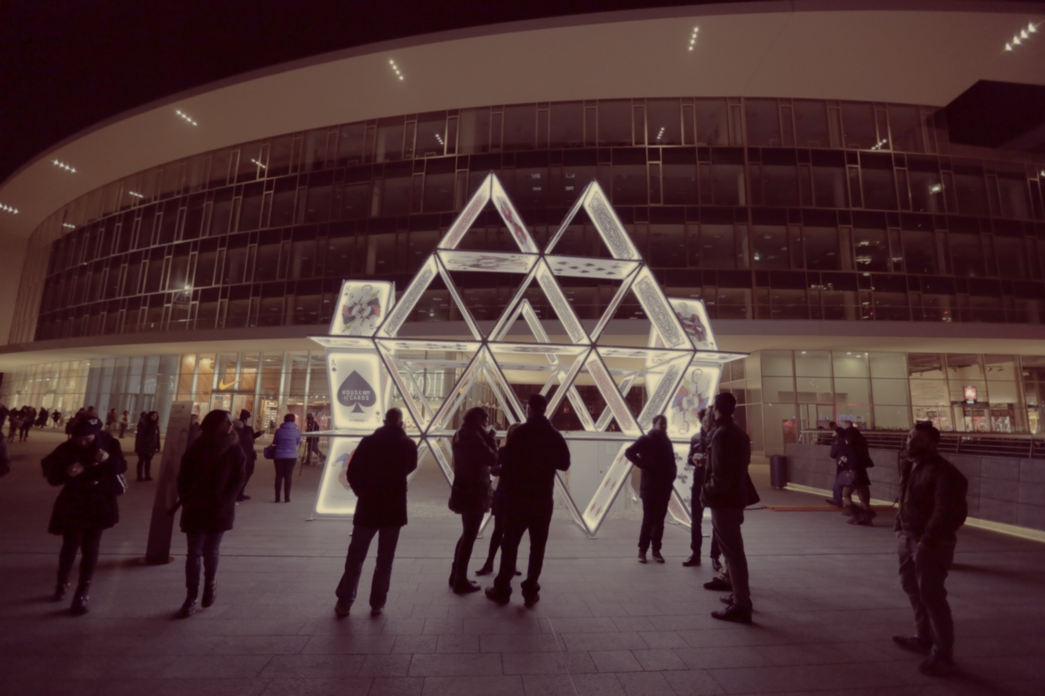 Ambient activations SKY House of Cards   Milano